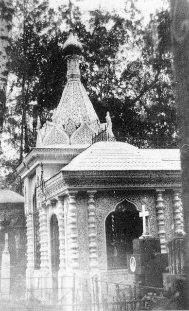 Несохранившаяся часовня над могилами Хрущевых и Козловых.1910 год