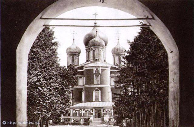 Вид от врат Западной колокольни. 1928 год