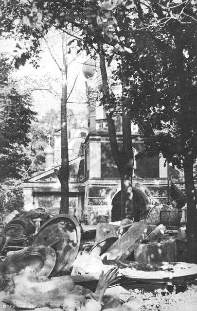 На заднем плане вход в Малый Донской собор. 1932 год