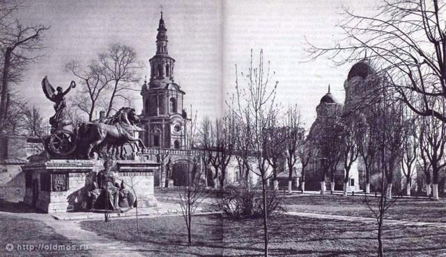 Элементы Триумфальной арки в Донском монастыре. 1960 год