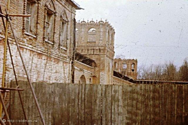 Бывший семинарский корпус и фрагмент Западной стены. 1991 год