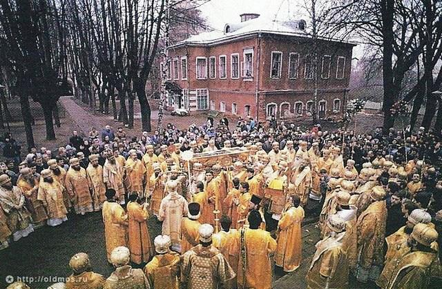 Обретение мощей святителя Тихона, Патриарха Всероссийского. 1992 год