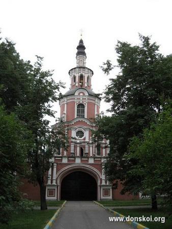 Северные врата монастыря. 2010 год