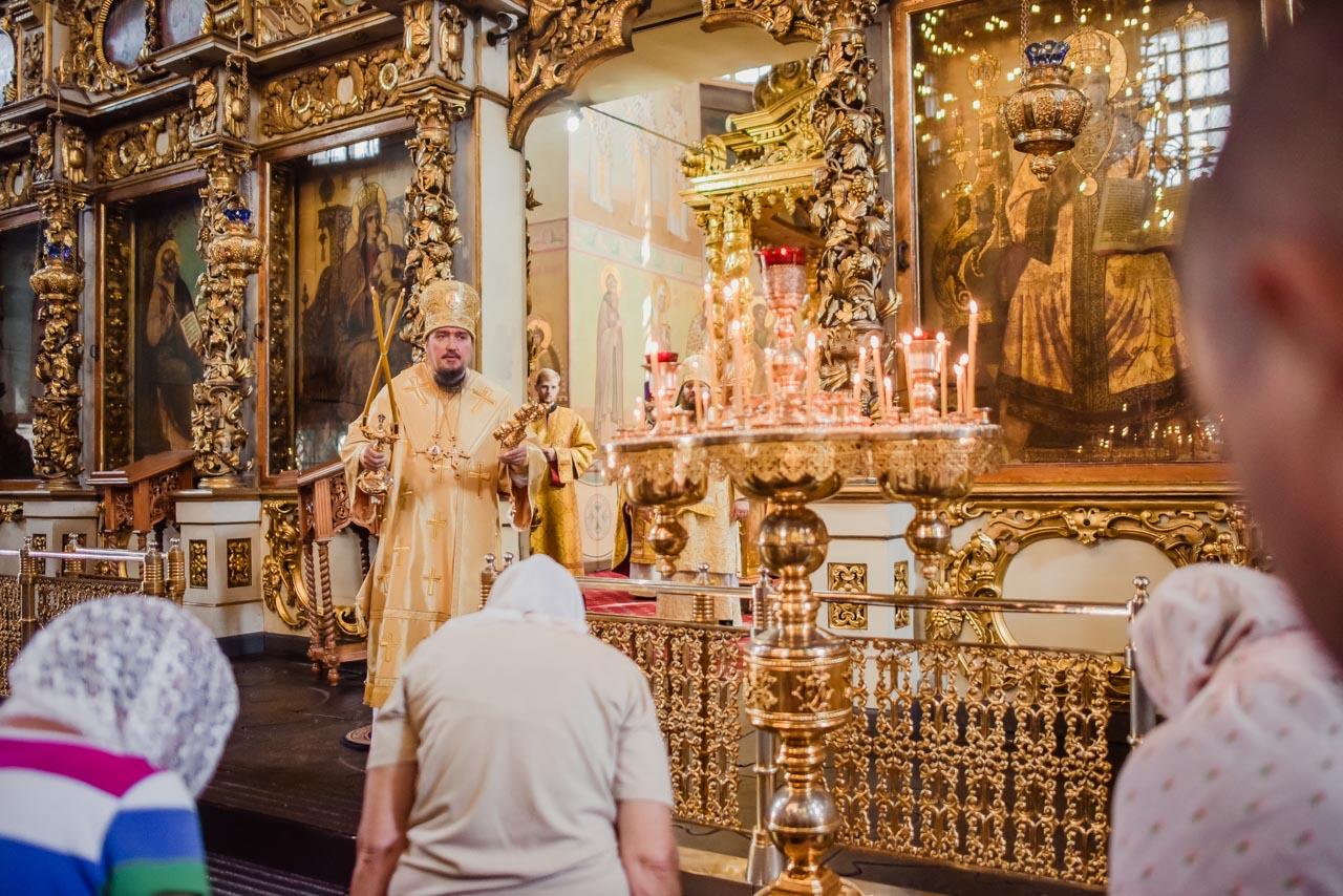 Божественная Литургия в Большом соборе Донского монастыря