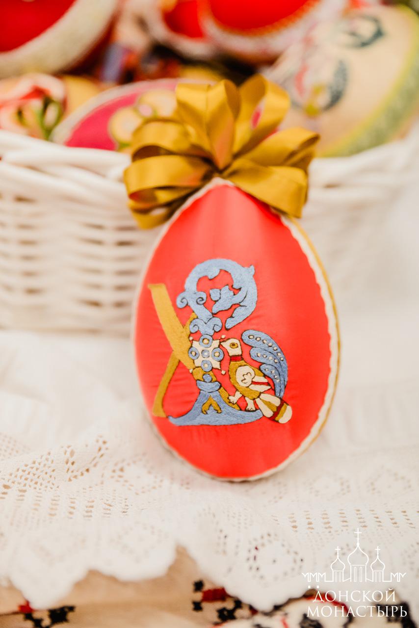 Вышитое пасхальное яйцо в золотошвейной мастерской Донского монастыря
