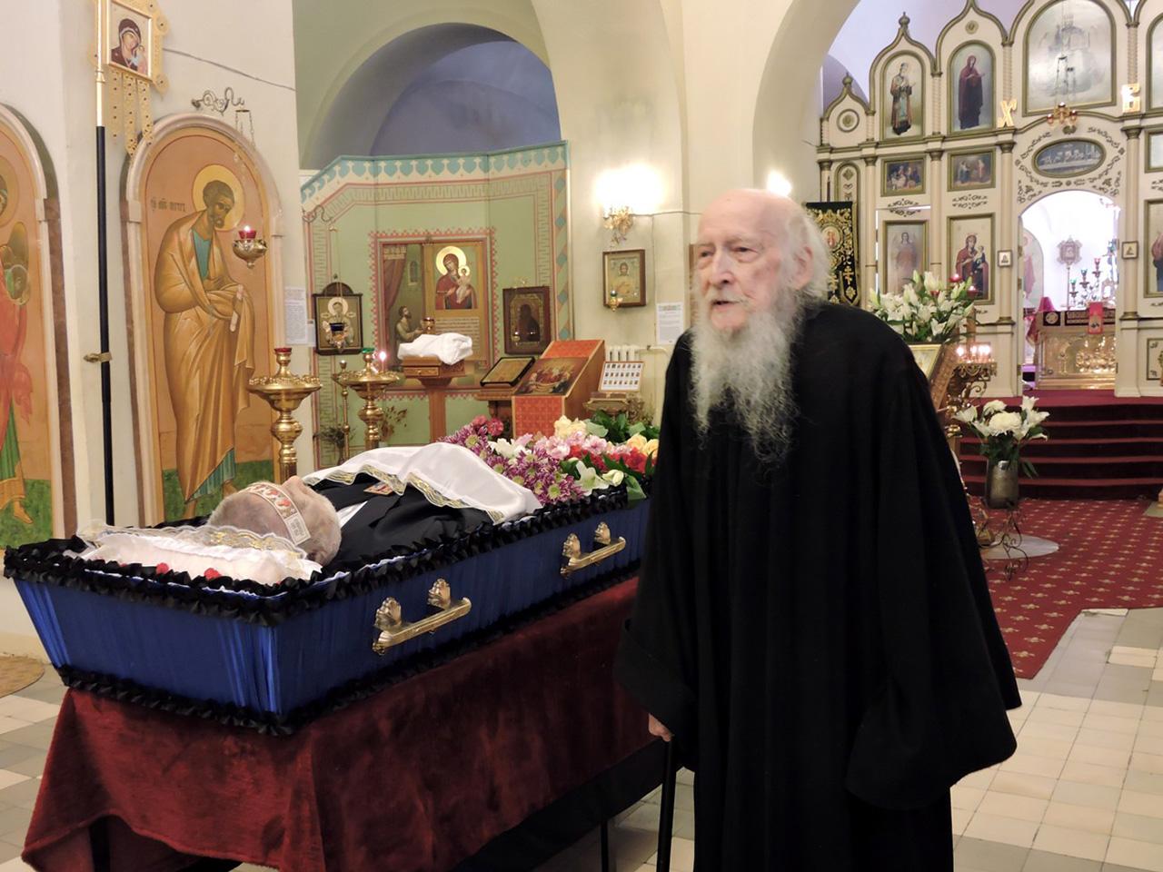 Иеросхимонах Валентин (Гуревич) на отпевании р.Б.Александра Московского